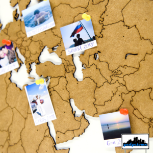 Do mapy można też przypinac pinezkami zdjęcia i pocztówki z poszczególnych miejsc.
