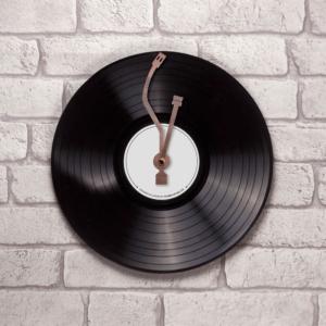 Zegar ścienny w kształcie płyty winylowej.