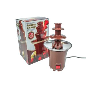 Maszynka fontanna czekoladowa podgrzewa czekoladę za pomocą mechanizmu obrotowego.