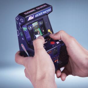 Miniaturowa maszynka do gier.
